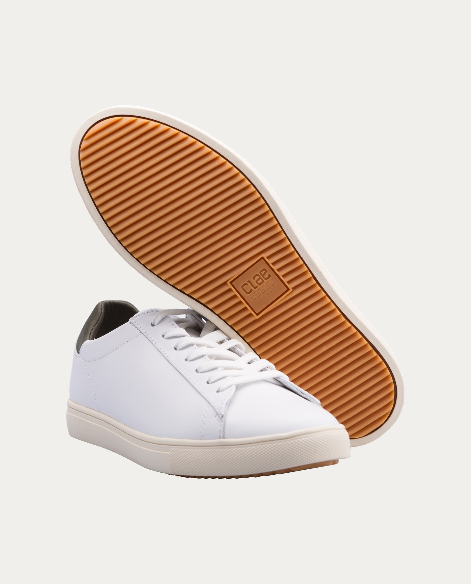 clae_chaussure_sniquers_blanches_1