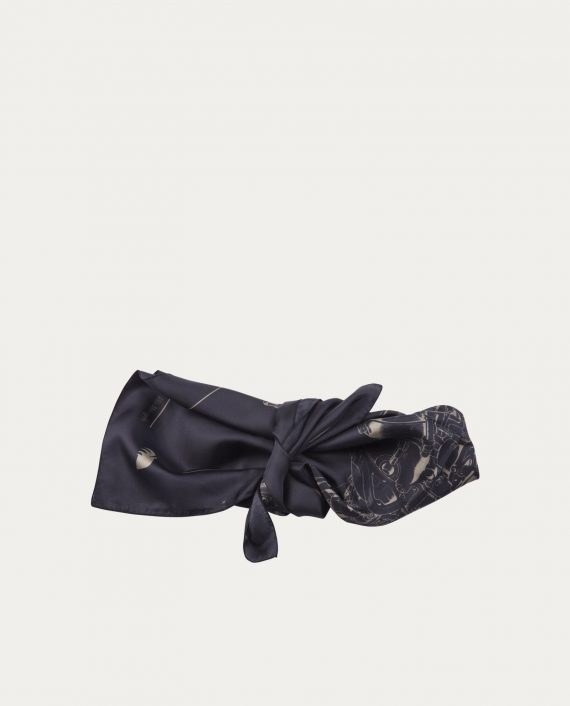 a_piece_of_chic_foulard_soie_70_70_black_print_2