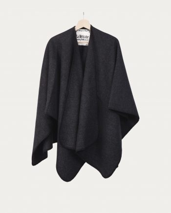 lamericaine_poncho_dressed_in_black