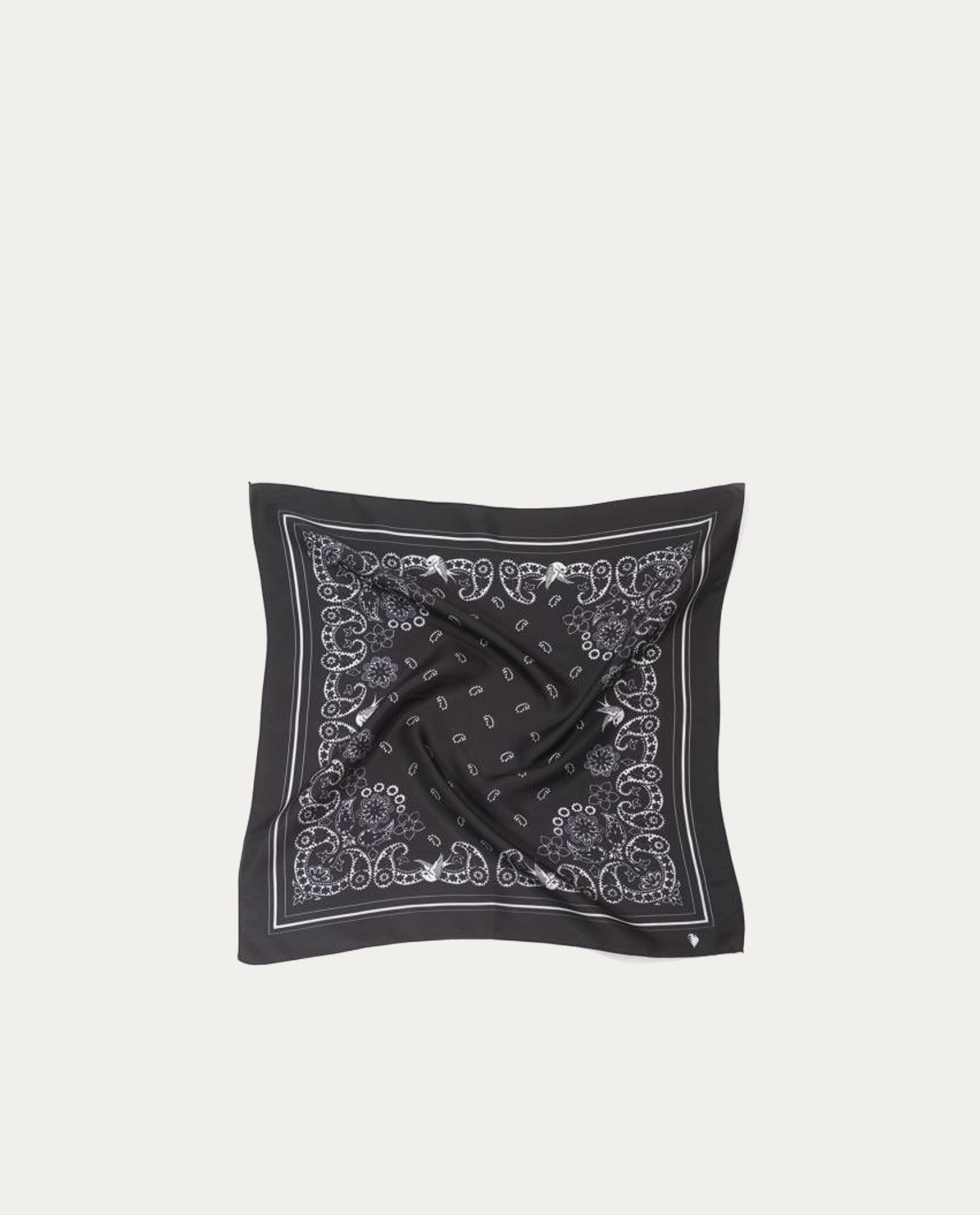 f416fecdac64 Accueil   Shop online   Accessoires   Tour de cou   A Piece of Chic foulard  soie « Bandana Noir »