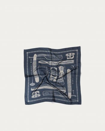 a_piece_of_chic_foulard_soie_70_70_barber_bleu