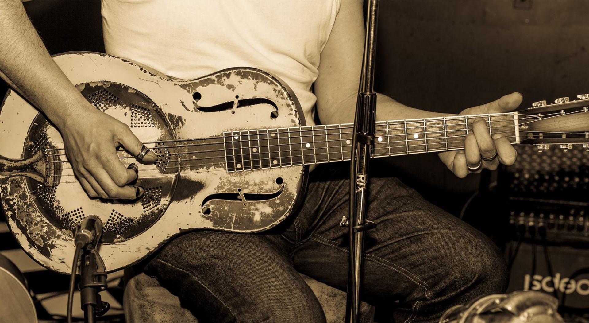 bone_tee_bonetee_blues_concert_guitar_tonsor_cie_barbershop